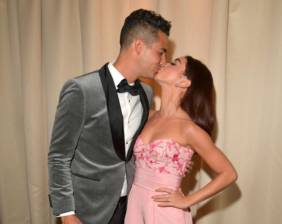 BEVERLY HILLS, CALIFORNIA - JANUARY 05: (L-R) Wells Adams and Sarah Hyland attend The 2020 InStyle And Warner Bros. 77th Annual Golden Globe Awards Post-Party at The Beverly Hilton Hotel on January 05, 2020 in Beverly Hills, California. (Photo by Lester Cohen/Getty Images for InStyle)