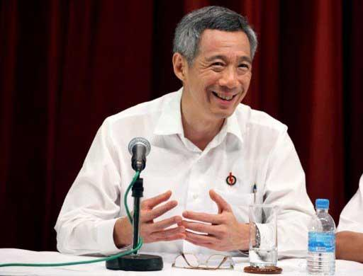 Singapore's Prime Minister Lee Hsien Loong smiles as he speaks during a press conference early on May 8, 2011.(AFP/SIMIN WANG)