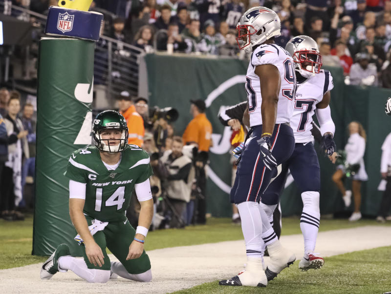 New York Jets quarterback Sam Darnold had a rough game against the Patriots. (Getty Images)