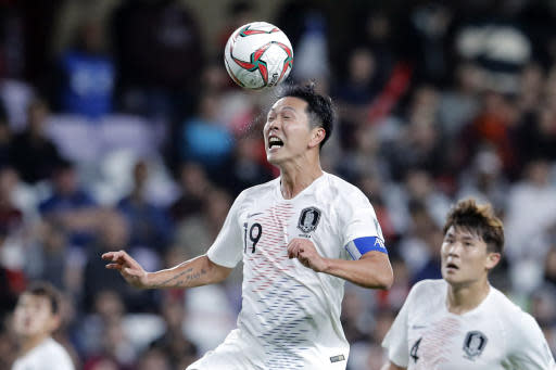 South Korea's defender Kim Young-Gwon heads the ball during the AFC Asian Cup group C soccer match between Kyrgyzstan and South Korea at Hazza Bin Zayed Stadium in Al Ain, United Arab Emirates, Friday, Jan. 11, 2019. (AP Photo/Hassan Ammar)