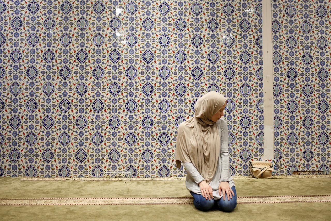 Muslim American woman Emily Miry, 24, takes part in an afternoon prayer on the first day of Ramadan at the Islamic Cultural Center in Manhattan, New York on May 27, 2017. REUTERS/Gabriela Bhaskar    Picture taken on May 27, 2017.      TPX IMAGES OF THE DAY