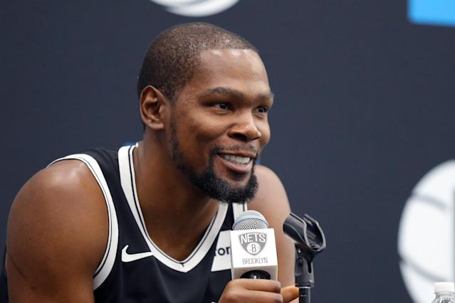 "<a class=""link rapid-noclick-resp"" href=""/nba/players/4244/"" data-ylk=""slk:Kevin Durant"">Kevin Durant</a> explained why the Knicks don't attract elite players. (Photo by Mike Lawrie/Getty Images)"
