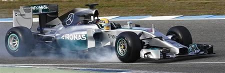 Mercedes Formula One racing driver Lewis Hamilton of Britain drives his W05 during pre-season testing at the Jerez racetrack in southern Spain January 28, 2014. REUTERS/Marcelo del Pozo