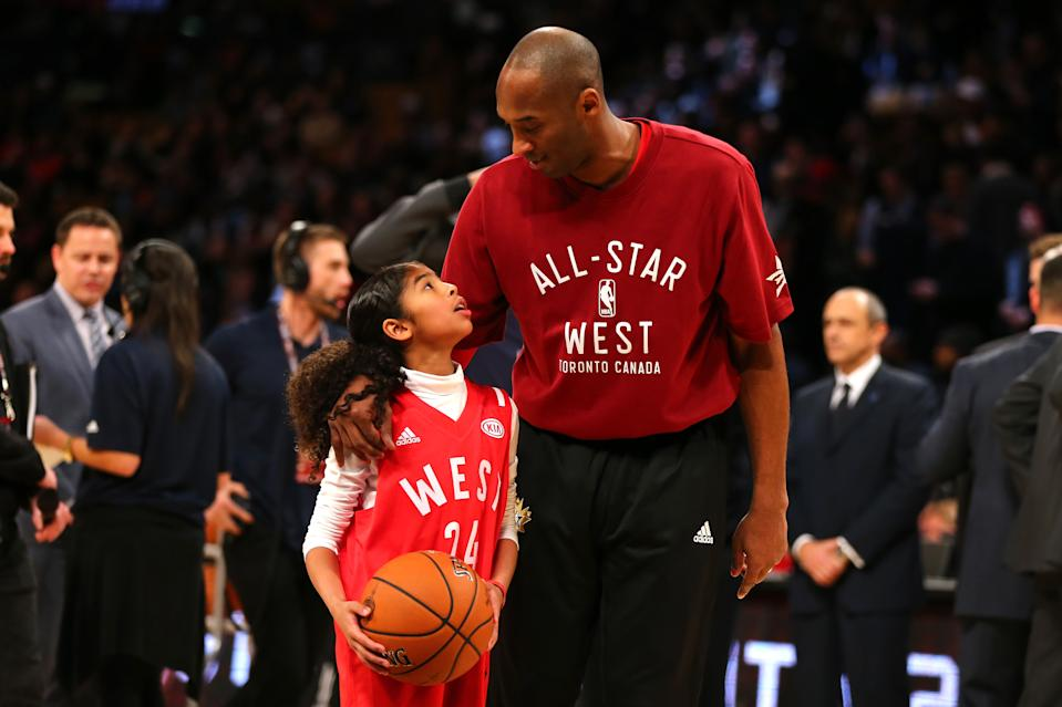 Kobe Bryant warms up with daughter Gianna Bryant during the NBA All-Star Game 2016 at the Air Canada Centre on February 14, 2016 in Toronto, Ontario. (Photo by Elsa/Getty Images)