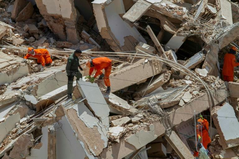 Firefighters have rescued nine people so far from the rubble of the building in Fortaleza, northeast Brazil (AFP Photo/Rodrigo Patrocinio)