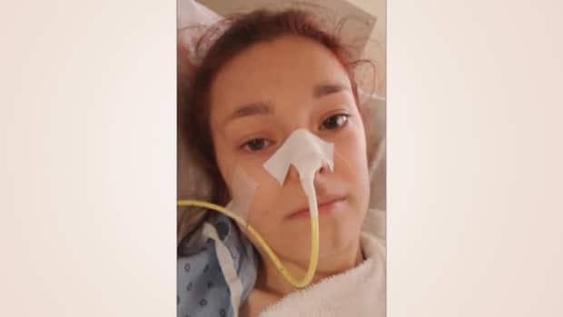 Unable to eat, Roxane Smith has been relying on a feeding tube for nourishment. She says she doesn't have the strength to get to the bathroom, and worries about her future as a working student. (Radio-Canada - image credit)