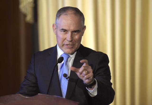 Scott Pruitt speaks to EPA employees in February 2017. (Photo: Susan Walsh/AP)
