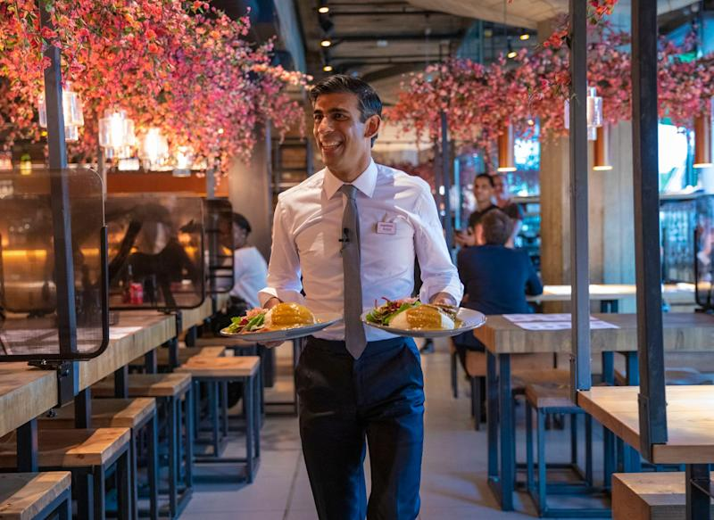 <strong>Rishi Sunak serving food to customers at a Wagamama restaurant in central London.</strong> (Photo: Treasury)