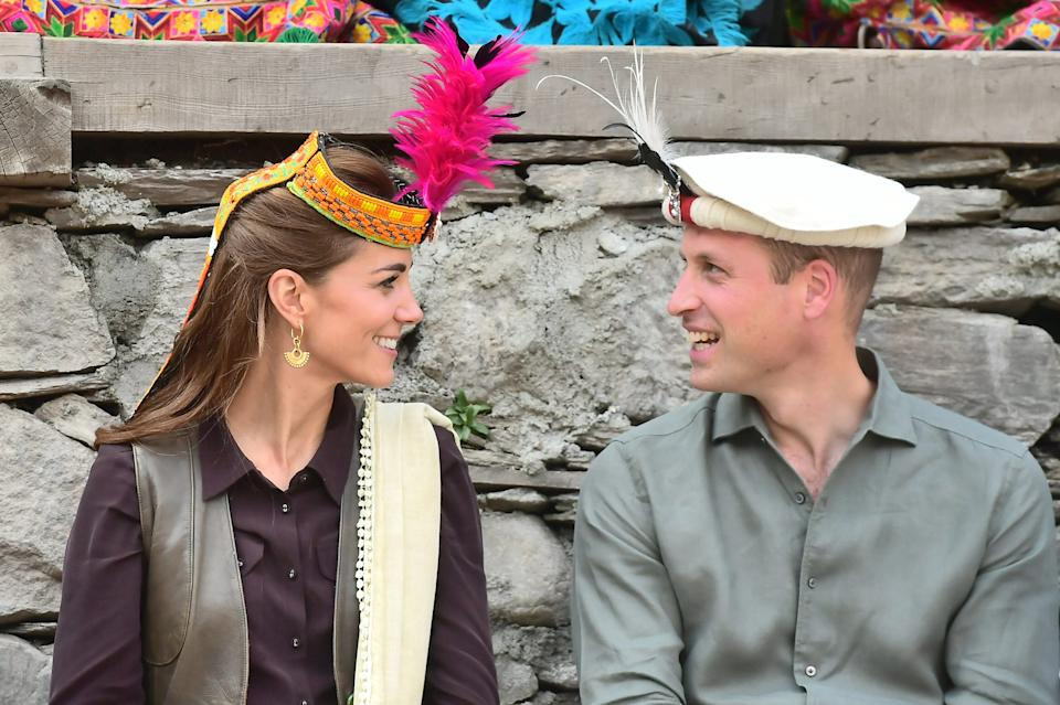 kate middleton and prince william hats pakistan