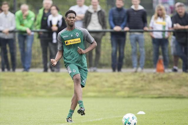 Borussia Monchengladbach chief confirms club will try to sign Reece Oxford from West Ham