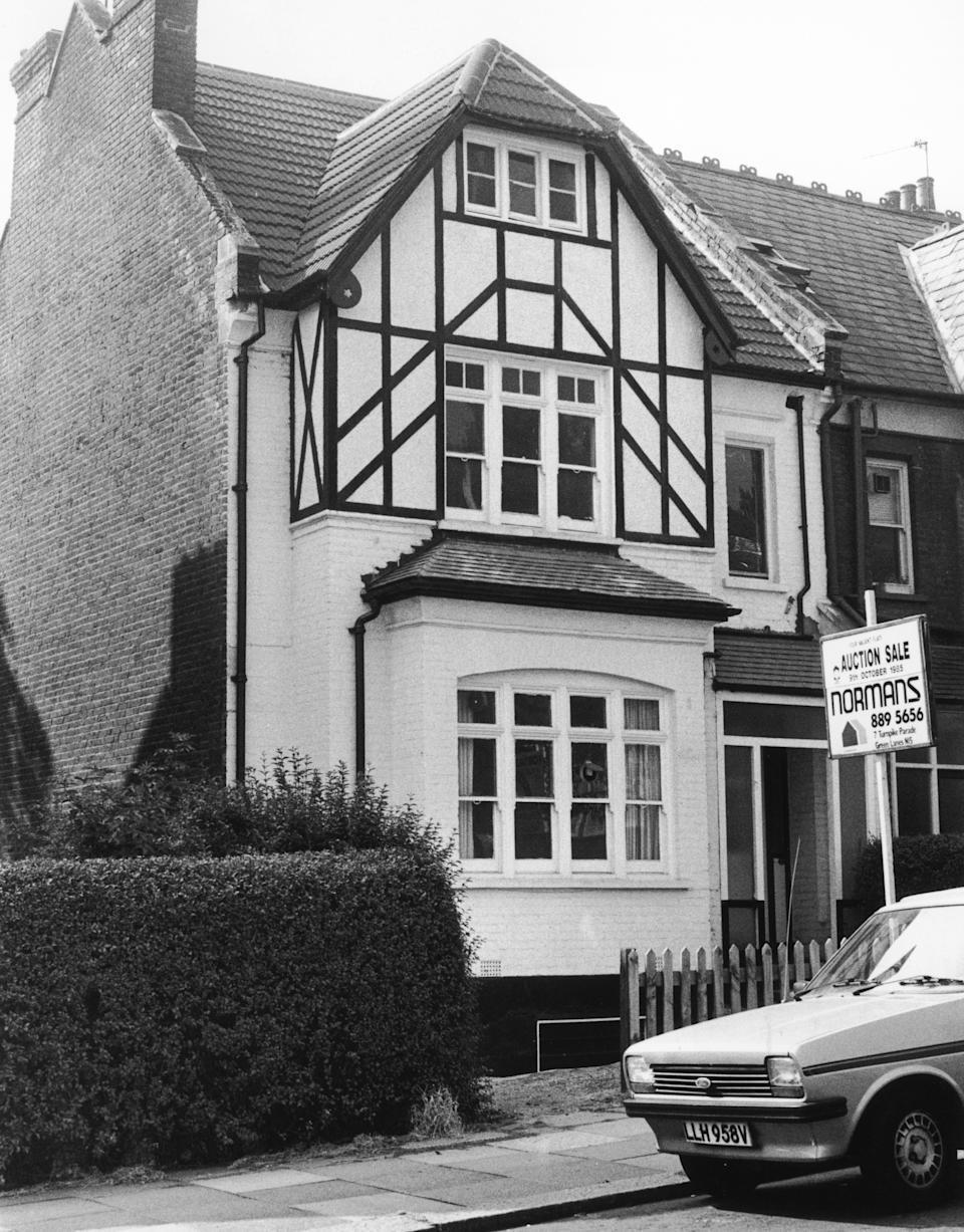 23 Cranley Gardens in Muswell Hill, London, one of the homes of British serial killer Dennis Nilsen, September 1985. Three men were murdered here between 1981 and 1983, but when Nilsen tried to dispose of the bodies by flushing them down the toilet, the drains became blocked, resulting in Nilsen's arrest. (Photo by Keystone/Hulton Archive/Getty Images)