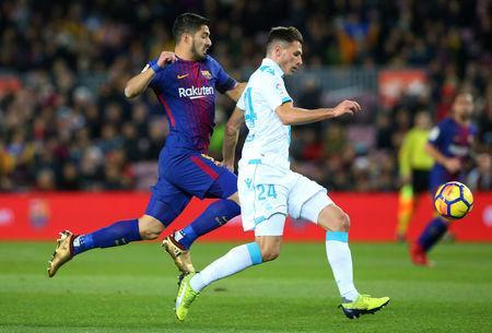 Soccer Football - La Liga Santander - FC Barcelona vs Deportivo de La Coruna - Camp Nou, Barcelona, Spain - December 17, 2017 Deportivo de La Coruna's Fabian Schar in action with Barcelona's Luis Suarez REUTERS/Albert Gea