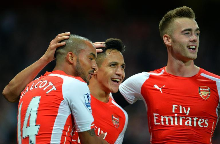 Arsenal's Alexis Sanchez (C) celebrates scoring his team's third goal during their English Premier League match against Burnley, at Emirates Stadium in London, on November 1, 2014 (AFP Photo/Glyn Kirk)