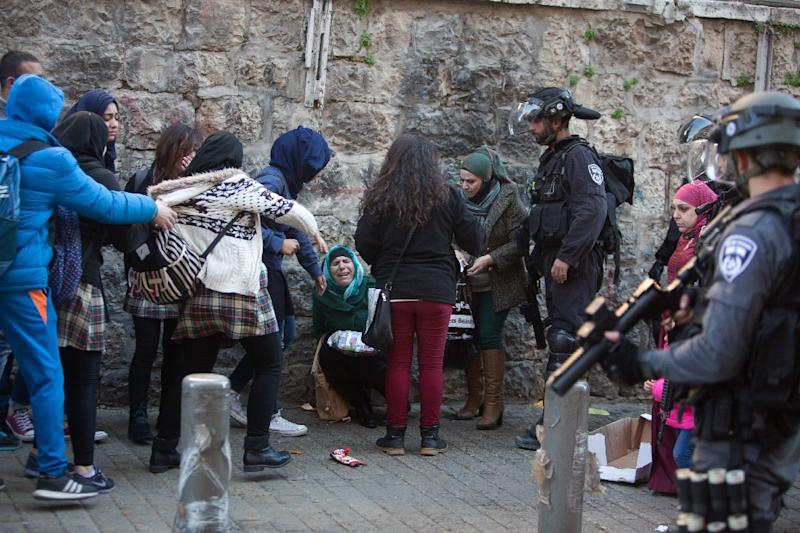 Palestinian women react after a scuffle with Israeli border police as they clear a street following an attack by three Palestinian assailants at Damascus Gate, a main entrance to Jerusalem's Old City on February 3, 2016 (AFP Photo/Menahem Kahana)
