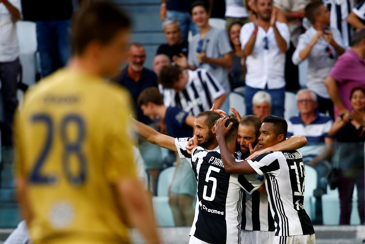 Soccer Football - Serie A - Juventus vs Cagliari - Turin, Italy - August 19, 2017   Juventus' Gonzalo Higuain celebrates scoring their third goal with Giorgio Chiellini and teammates    REUTERS/Stefano Rellandini     TPX IMAGES OF THE DAY