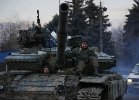 Ukrainian servicemen ride on a tank near Artemivsk, eastern Ukraine, February 8, 2015. REUTERS/Gleb Garanich