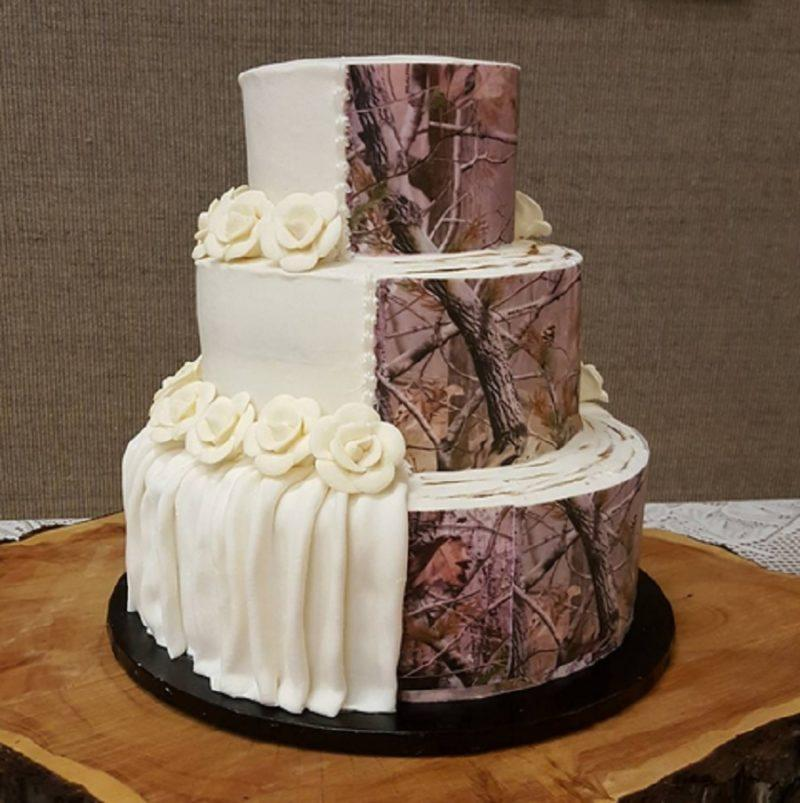 Camouflage wedding cakes are trending, and it's weird but hey, cake is cake