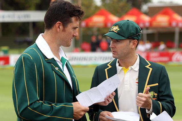 PORT ELIZABETH, SOUTH AFRICA - FEBRUARY 20: Graeme Smith of South Africa and Michael Clarke of Australia discuss the teams before the coin-toss during day one of the Second Test match between South Africa and Australia at AXXESS St George's Cricket Stadium on February 20, 2014 in Port Elizabeth, South Africa. (Photo by Morne de Klerk/Getty Images)