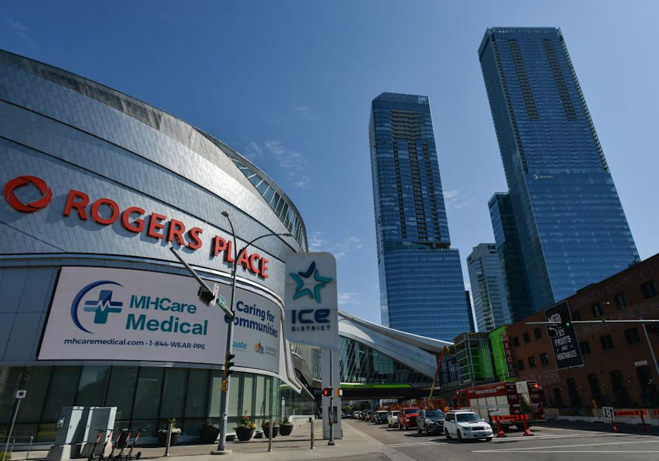 As Alberta struggles through a fourth wave of COVID-19, doctors and specialists are begging the province's two NHL clubs to not fill their rinks with fans. (Getty)