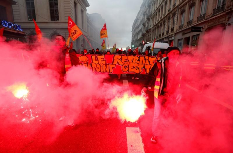 France faces its thirty-eight consecutive day of strikes