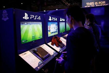 Sony unveils new games, controller in smartphone gaming push