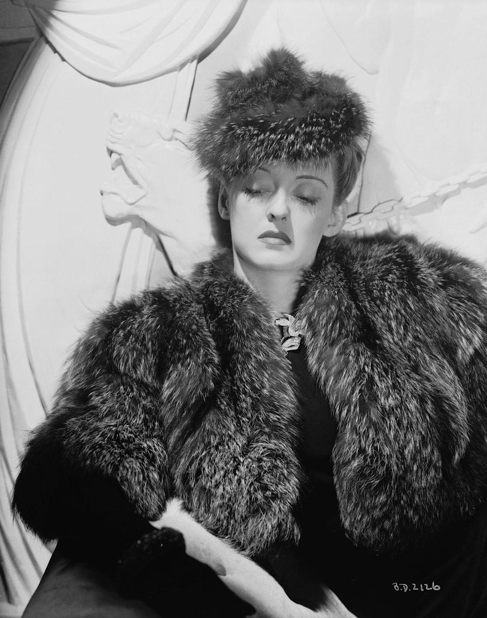 <p>Bette Davis wears a fur jacket and matching hat in the film <em>Dark Victory</em>.</p>