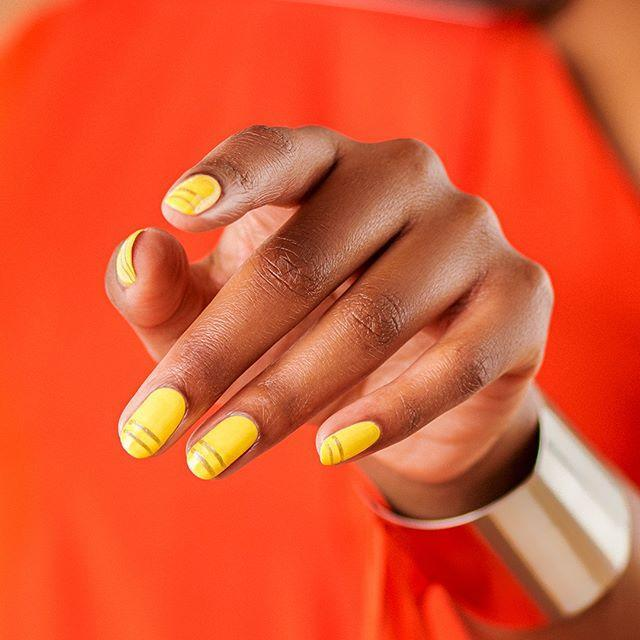 """<p>Sunshine yellow and deep gold are the most overlooked fall-leaf colors, honestly. Opt for a combo of both for an unexpected manicure you can wear well beyond Thanksgiving. </p><p><a href=""""https://www.instagram.com/p/B9TCt5sFWbh/"""" rel=""""nofollow noopener"""" target=""""_blank"""" data-ylk=""""slk:See the original post on Instagram"""" class=""""link rapid-noclick-resp"""">See the original post on Instagram</a></p>"""