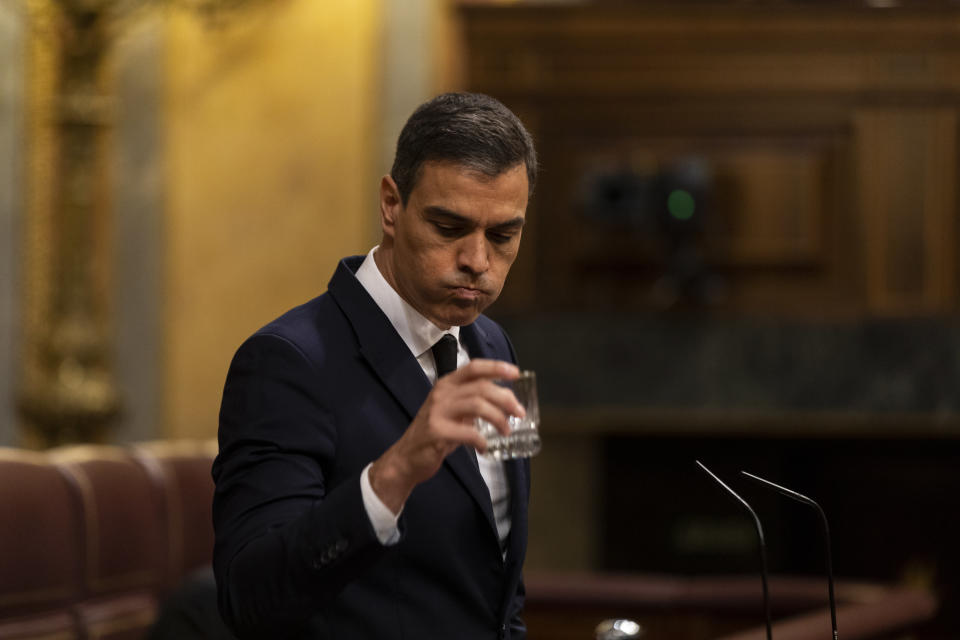 MADRID, SPAIN - JUNE 03: Spanish Prime Minister Pedro Sanchez is seen drinking water during the plenary session at the parliament to debate on an extension of the state of emergency amid the coronavirus outbreak on June 03, 2020 in Madrid, Spain. Sanchez will seek parliament's approval to extend Spain's state of emergency one final time, which would keep the coronavirus lockdown in place until June 21. (Photo by Alberto Di Lolli- Pool/Getty Images)