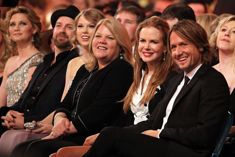 Musicians Jennifer Nettles and Kristian Bush of Sugarland, musician Taylor Swift, Andrea Swift, actress Nicole Kidman and musician Keith Urban attend the 45th Annual Academy of Country Music Awards at the MGM Grand Garden Arena on April 18, 2010 in Las Vegas, Nevada.