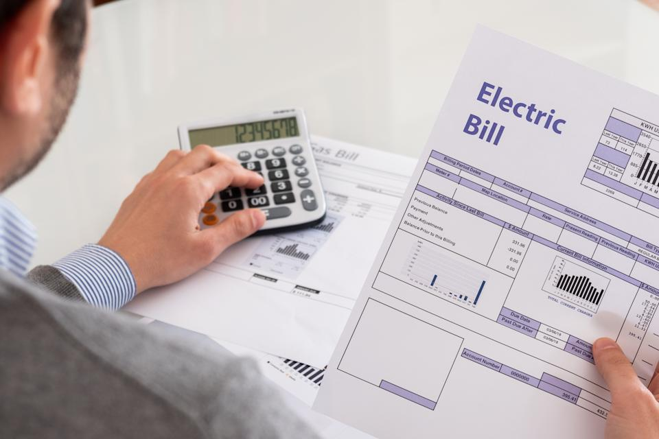 If you can't pay a bill, contact the company to see if you can arrange a payment plan. (Photo: Getty Creative)