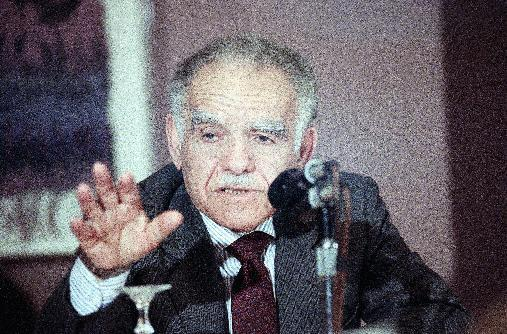 "FILE - In this April 10, 1989 file photo, Israeli Prime Minister Yitzhak Shamir gestures during a news conference in Chicago. Shamir detailed some of the issues he discussed last week in his meeting with President Bush and Secretary of State James Baker III. Shamir was wrapping up a weekend visit to Chicago. Israeli media are reporting that former Prime Minister Yitzhak Shamir has died. He was 96. Israeli Prime Minister Benjamin Netnayhau mourned Shamir's death Saturday, saying in a statement that Shamir ""led Israel with a deep loyalty to the nation."" (AP Photo/Charles Bennett, File)"
