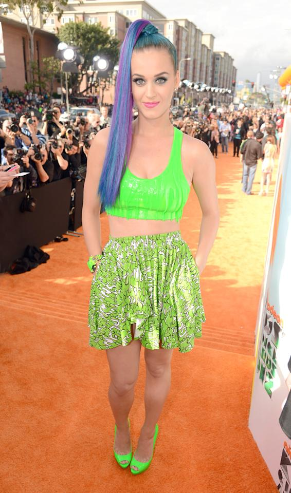 Never one to shy away from making a fashion statement, Katy Perry showed off a few inches of her midriff in a neon green ensemble with matching peep toe heels on the orange carpet at the Kids' Choice Awards in LA on Saturday. On closer examination, the 27-year-old singer's sports bra-like top looks like it's dripping with slime. Now, that's one way to avoid getting slimed! Paired with her purple and blue ponytail and bubblegum lips, the pop star pulls off the fun, eclectic look to perfection.