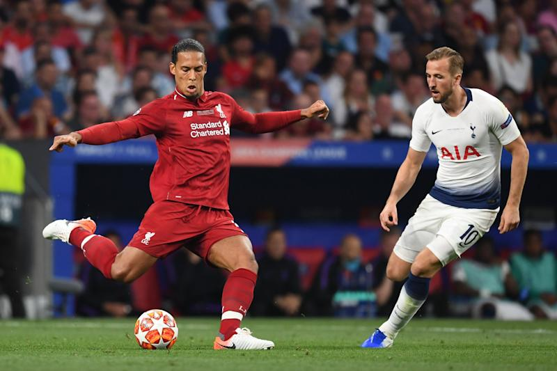 MADRID, SPAIN - JUNE 01: Virgil Van Dijk of Liverpool and Harry Kane of Tottenham Hotspur compete for the ball during the UEFA Champions League Final between Tottenham Hotspur and Liverpool at Estadio Wanda Metropolitano on June 01, 2019 in Madrid, Spain. (Photo by Etsuo Hara/Getty Images)