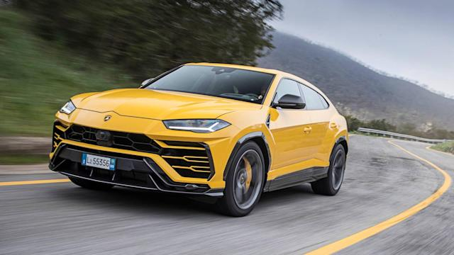 The stripes look great on this Urus.