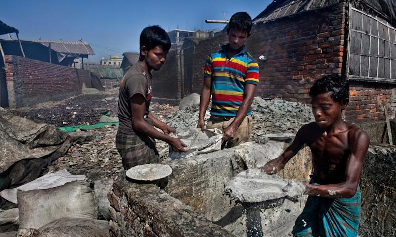 Approximately 90% of those who live and work in the overcrowded urban slums of Hazaribagh and Kamrangirchar, die before they reach 50 according to the World Health Organisation.