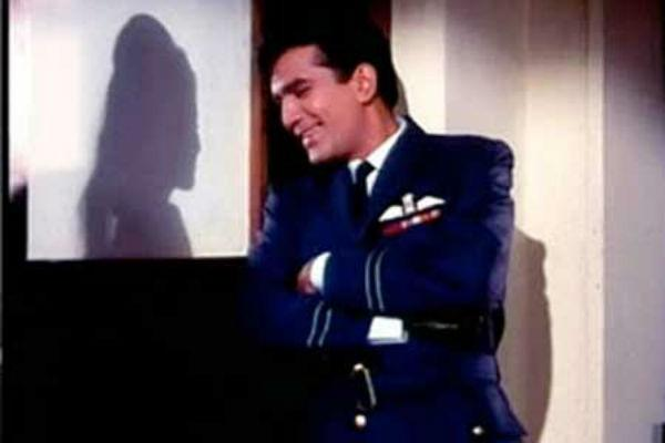 <b>8. Rajesh Khanna/ Aradhana</b><br><br>Irrespective of the shoddy state that Rajesh Khanna is in presently, we'll admit that he was quite a looker in his heydays. Add to that the IAF uniform, and Rajesh Khanna's old-school charm touches an all new high for fans.