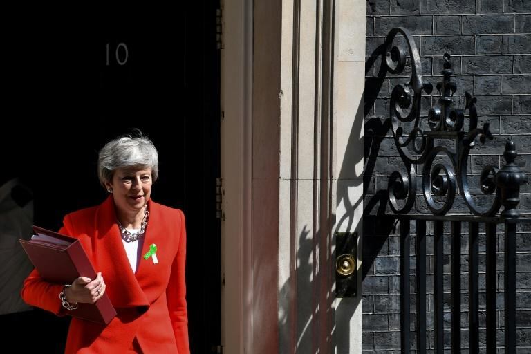 Theresa May quitte sa résidence du 10 Downing street à Londres le 15 mai 2019