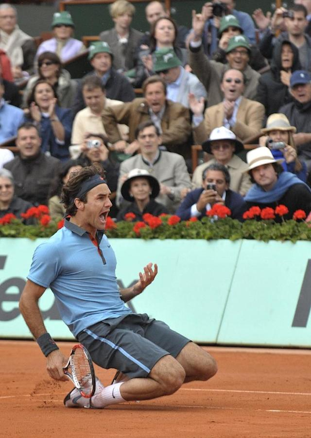 Roger Federer celebrates his 2009 French Open victory (AFP Photo/BERTRAND GUAY)
