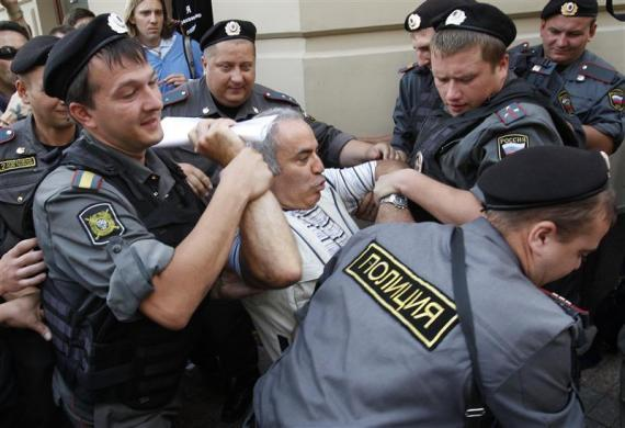 "Police detain former world chess champion and opposition leader Garry Kasparov (C) during the trial of the female punk band ""Pussy Riot"" outside a court building in Moscow, August 17, 2012."