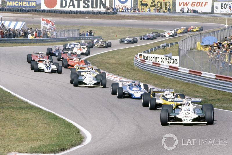 "Alan Jones, Williams FW07B-Ford Cosworth, leads René Arnoux, Renault RE20, Jacques Laffite, Ligier JS11/15-Ford Cosworth, Carlos Reutemann, Williams FW07B-Ford Cosworth, Jean-Pierre Jabouille, Renault RE20, Nelson Piquet, Brabham BT49-Ford Cosworth, Bruno Giacomelli, Alfa Romeo 179B, Gilles Villeneuve, Jody Scheckter, both Ferrari 312T5, Mario Andretti, Lotus 81-Ford Cosworth, John Watson, McLaren M29C-Ford Cosworth, Didier Pironi, Ligier JS11/15-Ford Cosworth, Elio de Angelis, Lotus 81-Ford Cosworth, Riccardo Patrese, Arrows A3-Ford Cosworth, Jean-Pierre Jarier, Tyrrell 010-Ford Cosworth, Eddie Cheever, Osella FA1-Ford Cosworth, y Nigel Mansell, Lotus 81B-Ford Cosworth<span class=""copyright"">LAT Images</span>"
