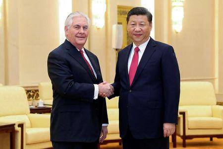 Chinese President Xi Jinping (R) shakes hands with U.S. Secretary of State Rex Tillerson before their meeting at at the Great Hall of the People on March 19, 2017 in Beijing, China.  REUTERS/Lintao Zhang/Pool