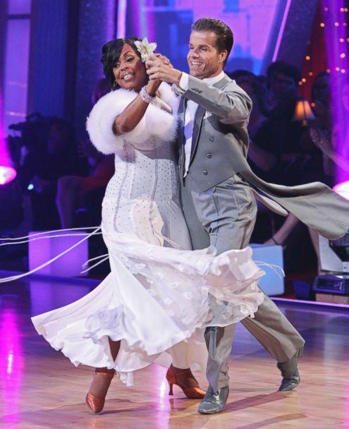 PHOTO: Niecy Nash dances with Louis Van Amstel on ABC's 'Dancing with the Stars,' May 3, 2010. (Adam Larkey/ABC via Getty Images)
