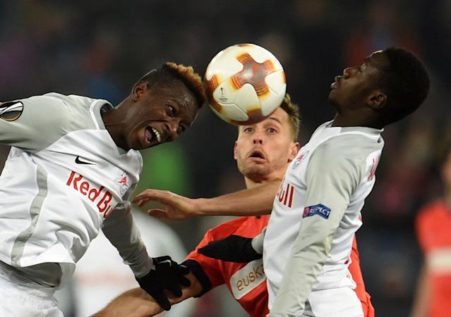 Soccer Football - Europa League Round of 32 Second Leg - RB Salzburg vs Real Sociedad - Red Bull Arena Salzburg, Salzburg, Austria - February 22, 2018 RB Salzburg's Amadou Haidara and Diadie Samassekou in action with Real Sociedad's Sergio Canales REUTERS/Andreas Gebert