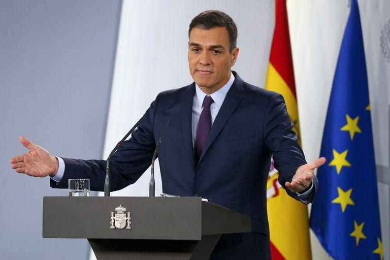 Spains Prime Minister Pedro Sanchez delivers a statement at the Moncloa Palace in Madrid, Spain, Friday, Feb. 15, 2019. Sanchez has called early general elections for late April, the third such ballot in less than four years. (AP Photo/Andrea Comas)