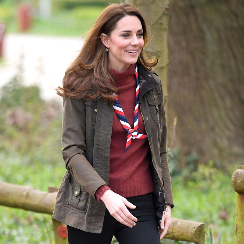 d5ea609f8e344 5 Ways Kate Middleton and Meghan Markle Wear Skinny Jeans in 2019