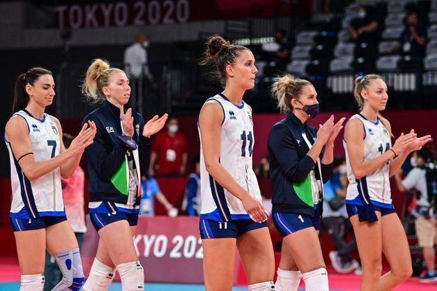 Italy's players applaud after defeat in the women's quarter-final volleyball match between Serbia and Italy during the Tokyo 2020 Olympic Games at Ariake Arena in Tokyo on August 4, 2021. (Photo by PEDRO PARDO / AFP) (Photo by PEDRO PARDO/AFP via Getty Images) (Photo: PEDRO PARDO via Getty Images)