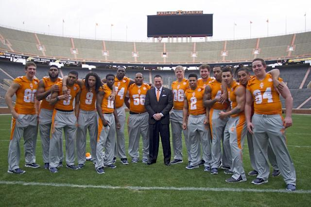 University of Tennessee NCAA college football coach Butch Jones, center, poses with his signing class' midterm enrollees on Wednesday, Feb. 5, 2014, in Knoxville, Tenn. The players are, from left to right: Daniel Helm, Neiko Creamer, Josh Malone, Von Pearson, Emmanuel Moseley, Dontavius Blair, Owen Williams, Ethan Wolf, D'Andre Payne, Coleman Thomas, Dimarya Mixon, Jalen Hurd, Jakob Johnson, and Ray Raulerson. (AP Photo/Knoxville News Sentinel, Saul Young)