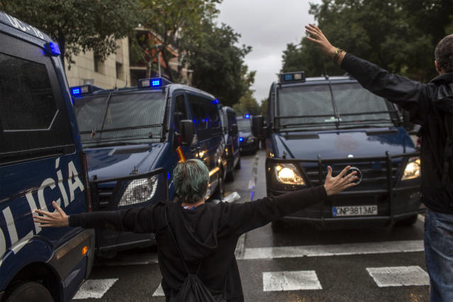 <p>People try to stop Spanish police vans outside the Ramon Llull polling station in Barcelona Oct. 1, 2017 during a referendum on independence for Catalonia banned by Madrid. (Photo: Fabio Bucciarelli/AFP/Getty Images) </p>