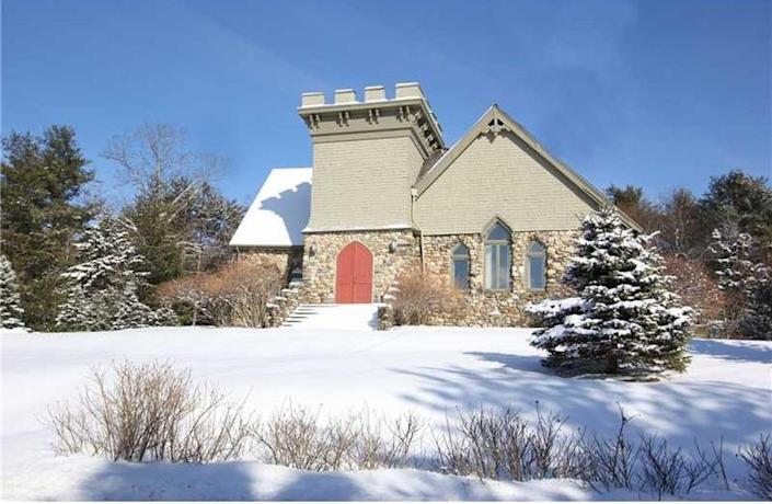"""This Little Stone Church is located less than a mile away from Maine's Belfast Bay. It first <a href=""""http://archive.bangordailynews.com/2005/11/26/a-real-godsend-buying-and-transforming-an-old-belfast-church/"""" target=""""_blank"""">opened</a> in 1907 as a Dutch Reform church before being purchased by Christian Scientists in the 1960s. There are three bedrooms inside this gem, according to <a href=""""http://www.zillow.com/homedetails/48-Old-Searsport-Ave-Belfast-ME-04915/85021317_zpid/"""" target=""""_blank"""">Zillow</a>. The grounds around the church have been spruced up with a garden and shrubbery.<br /><br /><i>Scroll down for imagesof the Little Stone Church.</i>"""