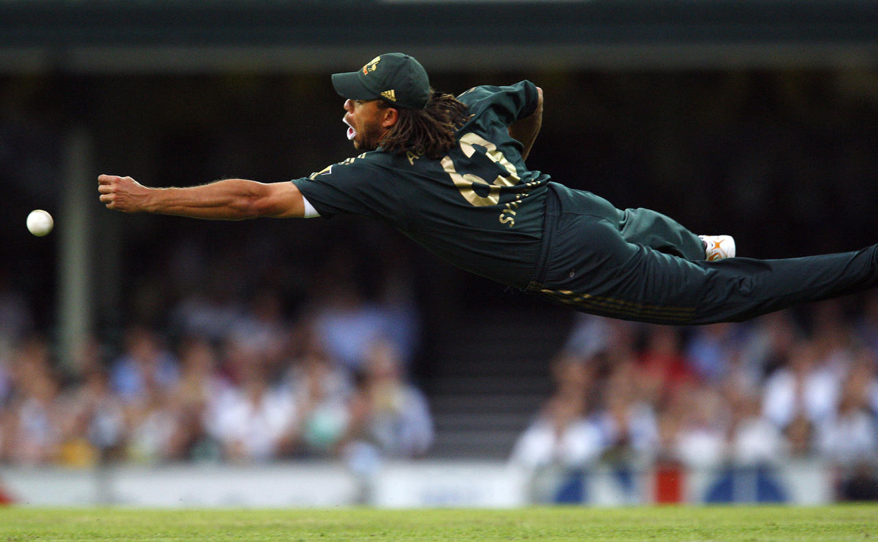 SYDNEY, AUSTRALIA - FEBRUARY 08:  Andrew Symonds of Australia dives for a catch in the outfield during the Commonwealth Bank Series One Day International match between Australia and Sri Lanka at the Sydney Cricket Ground on February 8, 2008 in Sydney, Australia.  (Photo by Cameron Spencer/Getty Images)